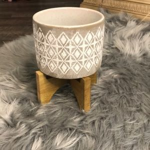 Flower pot on stand
